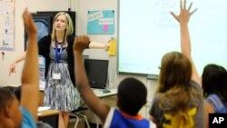 Los 400 profesores de lenguas extranjeras Fulbright invitados fortalecen la capacidad de enseñanza de idiomas en sus instituciones.