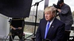 """លោក ដូណាល់ ត្រាំ ផ្តល់បទសម្ភាសន៍ដល់ទូរទស្សន៍ Fox News ក្នុងកម្មវិធី """"Fox News Sunday"""" នៅបុរី Trump នៅទីក្រុងញូវយ៉ក កាពីថ្ងៃទី១០ ខែធ្នូ។"""