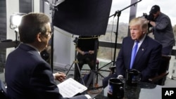 美国当选总统川普在纽约川普大楼接受福克斯新闻采访(2016年12月10日)