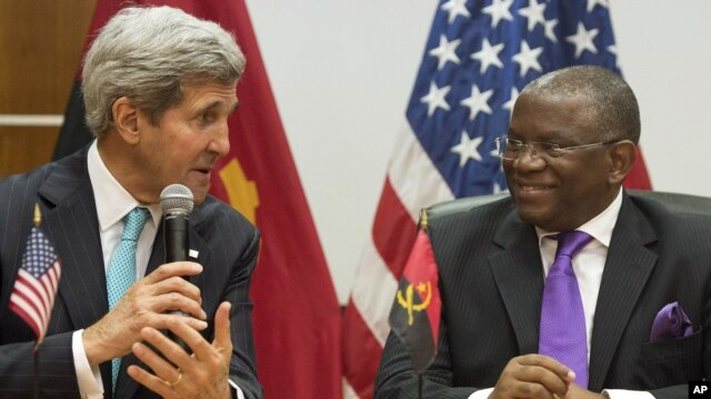 Foreign Minister Georges Rebelo Chicoti (R) of Angola with US Secretary of State John Kerry speak to the media following meetings at the Ministry of Finance in Luanda, Angola, May 5, 2014.