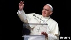 """Francisco dijo que """"Dios no va a perdonar a un sacerdote avaro o a un sacerdote que no sirve a sus fieles""""."""