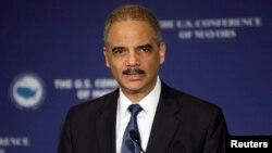 El fiscal general Eric Holder anunció la demanda contra Standard & Poor's presentada el lunes por la noche.