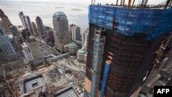 Freedom Tower, phải, nằm ngay trên địa điểm từng là World Trade Center ở New York, 15/3/2011