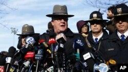 Trung úy cảnh sát Paul Vance trong một cuộc họp báo tại Newtown, Connecticut, 15/12/2012