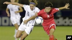 지난달 일본 도쿄에서 열린 20세 이하 여자월드컵 8강전에서 미국과 경기 중인 북한 선수들. (자료 사진)