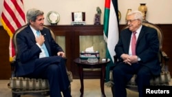 U.S. Secretary of State John Kerry (L) speaks with Palestinian President Mahmoud Abbas in Amman June 28, 2013.