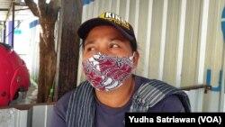 Fenomena buruh gendong di pasar-pasar tradisional di Solo dan banyak kota lain di Indonesia. (Foto: VOA/Yudha Satriawan)