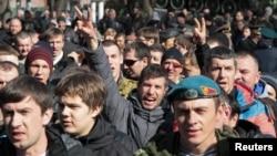2月26日反对亚努科维奇人士在基辅独立广场游行