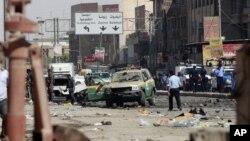 지난 30일 이라크 바그다드 부근 카라다 지역에서 일어난 차량 폭탄 테러 현장.