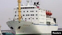 지난 2005년 북한 만경봉호가 일본 니가타항에 입항하고 있다.