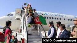 د خوست هوايي ډګر کې د اریانا افغان شرکت طیاره