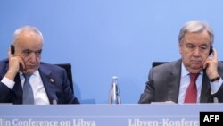 L'émissaire de l'Onu pour la Libye, Ghassan Salame (et le Secrétaire général des Nations Unies (ONU) Antonio Guterres à Berlin le 19 janvier 2020. (Photo par AXEL SCHMIDT / AFP)