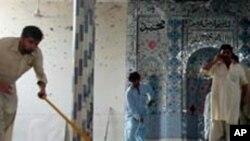پشاور کے مضافات میں مساجد پر بم دھماکوں میں ہلاکتوں کی تعداد 74