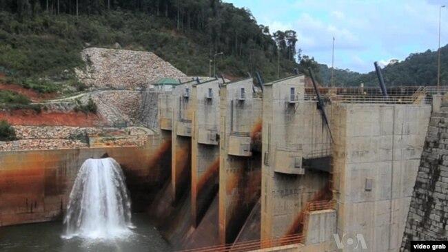 Một đập thủy điện ở Lào.