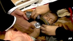 اسلام آباد کے ایک سرکاری ہسپتال میں زیرعلاج نمونیا کا شکار بچہ