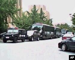 大连PX项目抗议现场附近的特警车辆
