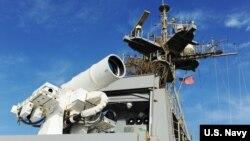 تجهیزات لیزری روی ناو «یو اس اس پونس» آمریکا در خلیج فارس