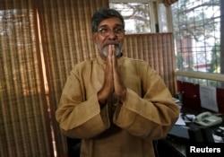 Khôi nguyên giải Hòa bình 2014, nhà hoạt động Kailash Satyarthi nói chuyện với báo chí ở New Delhi 10/10/2014.