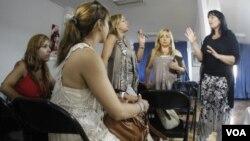 El miedo y la ira crecen entre las mujeres con implantes de seno en América Latina, un mercado clave para la empresa francesa que utilizó silicona industrial para hacer prótesis baratas.
