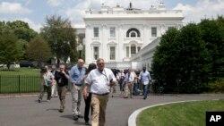 Эвакуация журналистов из Белого Дома