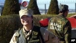 키르키스스탄 미 공군 기지의 여성 미군인 (자료사진)