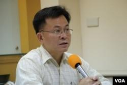 台北大学公共行政暨政策学助理教授陈耀祥(美国之音杨明拍摄)