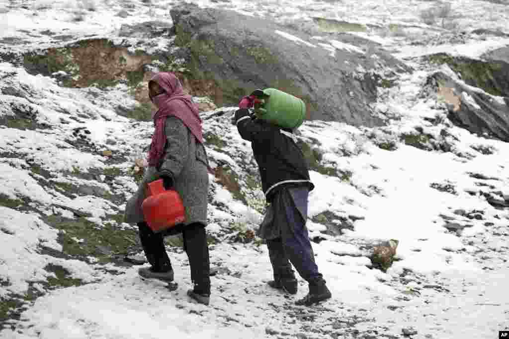 محدود بودن امکانات تنویر و تسخین یکی دیگر از مشکلات زمستان در افغانستان است