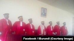 Les juges de la Cour constitutionnelle, à Bujumbura, Burundi, 31 mai 2018. (Facebook/iBurundi)