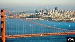 Jembatan Golden Gate dengan latar belakang kota San Fransisco (foto: dok).