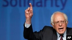"""El senador por Vermont, Bernie Sanders dijo que no se quedará sin responder a las críticas y """"golpes"""" de la ex secretaria Hillary Clinton."""