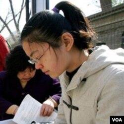 Seorang mahasiswa asal Tiongkok di sebuah perguruan tinggi di Amerika.