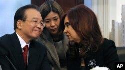 Wen Jiabao con la presidenta de Argentina, Cristina Fernández, en Buenos Aires.