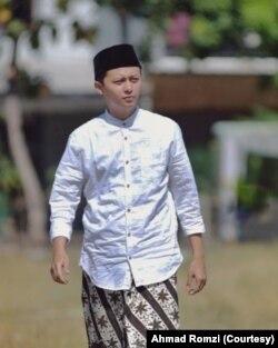 Ahmad Romzi, asisten staf khusus presiden dengan gugus tugas pondok pesantren. Ia juga direktur pondok pesantren Al Shighor di Cirebon.