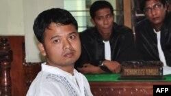 Alexander Aan, 30, seorang atheis dari Sumatra Barat yang dihukum penjara dengan salah satu dakwaan menyebarkan kebencian terhadap agama. (Foto: Dok)