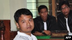 30 year-old Indonesian Alexander Aan listens to the judges delivering his verdict in West Sumatra, June 14, 2012.