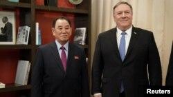 روز جمعه ابتدا وزیر خارجه آمریکا با کیم یونگ چول، نماینده و مقام ارشد کره شمالی، دیدار کرد.