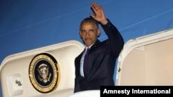 오바마 대통령이 4월 8일 자메이카에 도착한 모습