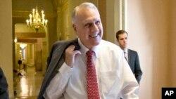 El exsenador republicano por Arizona Jon Kyl, en una foto del 30 de diciembre de 2012. Kyl, que se retiró del Senado federal en 2013, se ha comprometido a continuar el mandato del fallecido senador John McCain hasta enero de 2019, cuando termina la actual sesión del Congreso de EE.UU.