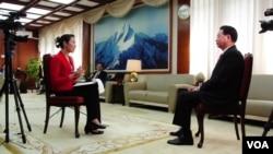 台湾外交部长吴钊燮在台北接受美国之音专访。 (美国之音钟睿哲拍摄)