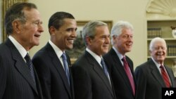 ٧ی مانگی ١ی ٢٠٠٩ کۆشکی سپی، سەرۆکانی پێشووی ئەمەریکا: بوش (باب)، سەرۆک ئۆباما، جۆرج بوش،کڵینتن، کارتێر لە کۆشکی سپی