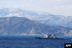 미 해군의 커티스 윌버 유도미사일 구축함.