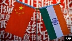 中國與印度國旗。