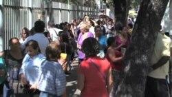 Venezolanos critican feriado general