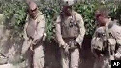 在這段星期四在互聯網上公開的但沒有標明日期的錄像中﹐美海軍陸戰隊員在塔利班武裝人員的屍體上小便