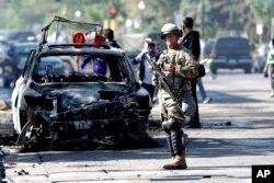 Pasukan garda nasional dikerahkan pasca kerusuhan dan penjarahan di Minneapolis, Minnesota (30/5).