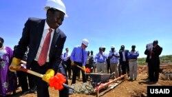 Jami'an hukumar tallafawa kasashe masu tasowa ta Amurka ko USAID tana saka tubalin gina sabuwar tashar samarda makamashi a Kenya.