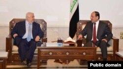 Wezîrê Derve yê Sûrî roja Yekşemê li Bexdayê bi Serokwezîrê Îraqî Nûrî El Malikî re civîya, 26'ê Gulanê, 2013.
