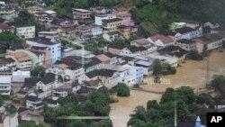 Kota Santa Leopoldina di negara bagian Espirito Santo, Brazil tergenang banjir setelah hujan lebat (25/12).