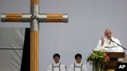Ðức Giáo Hoàng kêu gọi các quốc gia như Trung Quốc và Bắc Triều Tiên khuyến khích cho một cuộc đối thoại chính thức với Vatican.