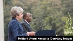La Première ministre britannique, Theresa May, à gauche, et le président kényan Uhuru Kenyatta lors d'une conférence de presse conjointe à Nairobi, Kenya, 30 août 2018. (Twitter/Uhuru Kenyatta)